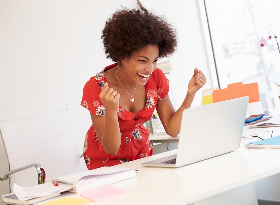 Bekerja di Kantor Karyawan Yang Sukses