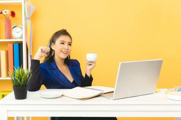 Ruang Kantor Merasa Bahagia Bekerja di Coworking Space